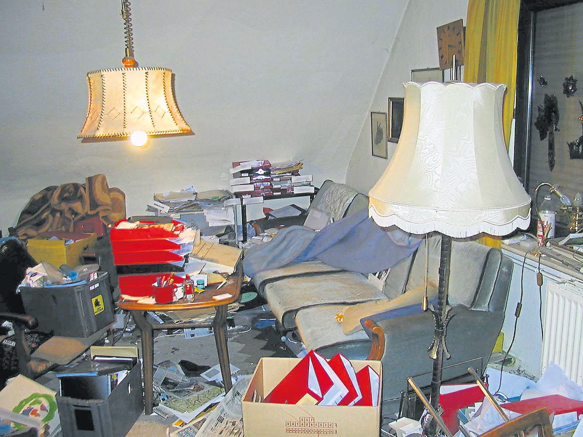 Messies leben räumlich und zeitlich unordentlich. Die zwanghafte Sammelleidenschaft kann bis zur völligen Unbewohnbarkeit der Wohnung – und damit auch zur sozialen Isolation – führen Foto: Wikipedia