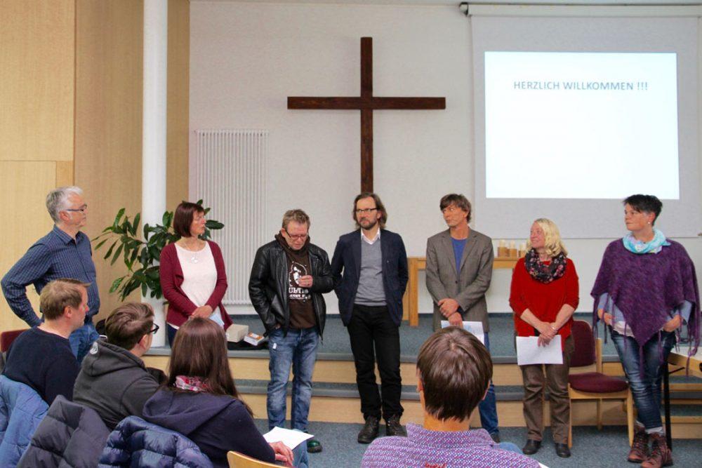 """Die Akteure des Netzwerks """"reduzieren und absetzen"""": Reinhard Baeßler, Sabine Weber, Helge Thoelen, Uwe Gonther, Jörn Petersen (Moderation), Gerlinde Tobias, Ulrike Flügge (v.l.n.r). Foto: Riehl-Halen"""