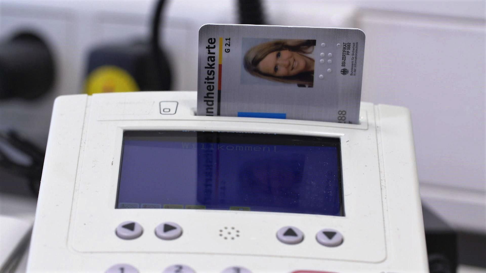 Elektronische Gesundheitskarte in Kartenlesegerät